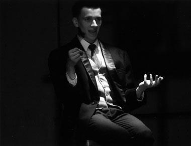 А. Матюков в моноспектакле «Яр.Мо. Contra et pro». Фото О. Кутейникова