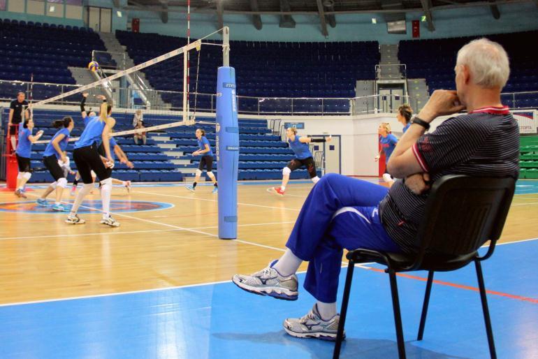 Тренер по волейболу