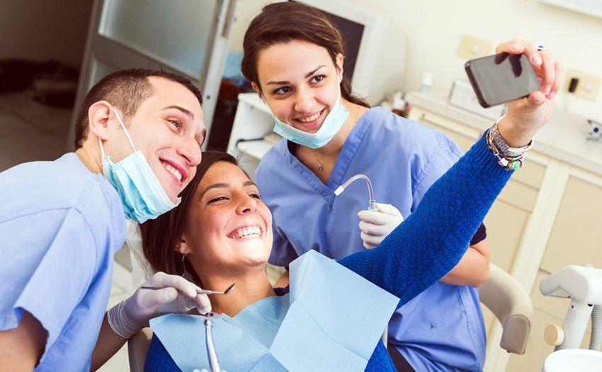 Как отмечают День стоматолога