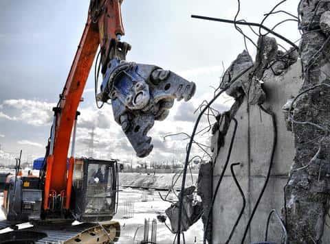 На приобретенных участках под строиетльсов могут располагаться злания под снос