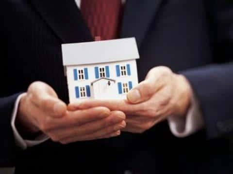 На рынке недвижимости очень легко найти работу, имею специальность аналитика или менеджера