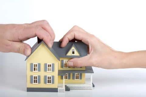 Для того, чтобы распоряжаться объектом недвижимости, должно быть закреплено право собственности