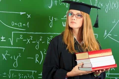 Если у претендента есть профильное высшее образование, то это облегчает его дальнейшее обучение на работе