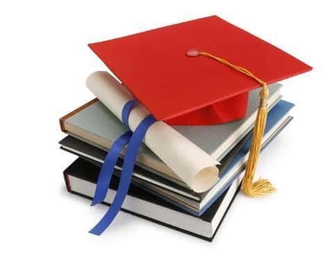 Для получение работы, девелопер должен иметь высшее экономическое или юридическое образование