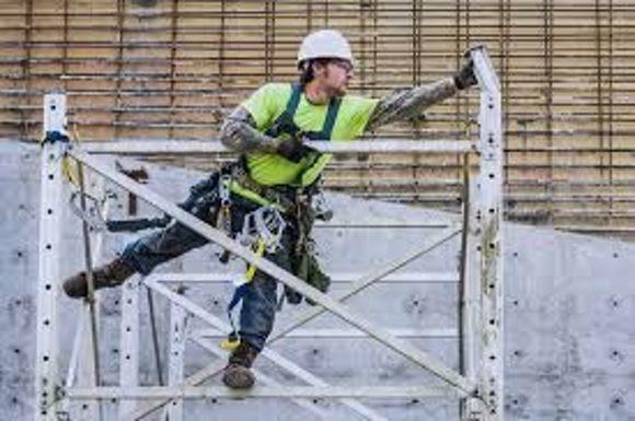 монтажник стальных и железобетонных конструкций на объекте