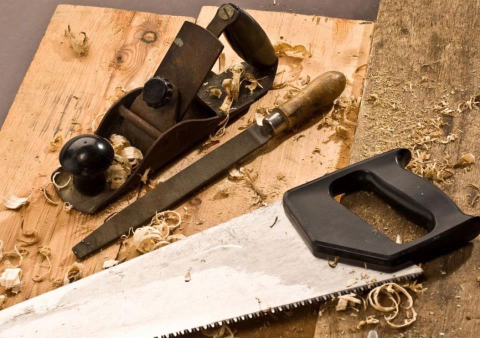 Поиск плотника-столяра
