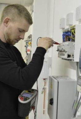 Как стать профессиональным электромонтажником с нуля?