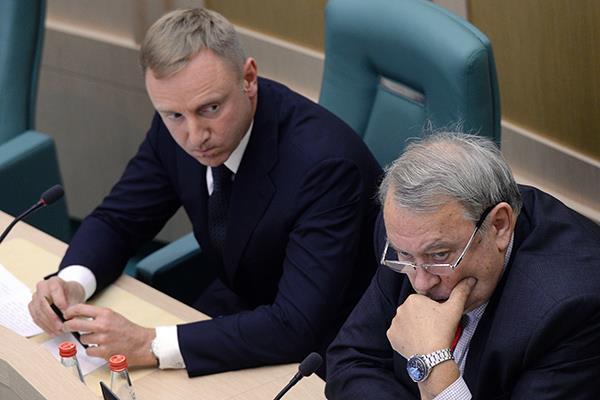 Дмитрий Ливанов (слева) и Владимир Фортов. Фото: Алексей Филиппов / РИА