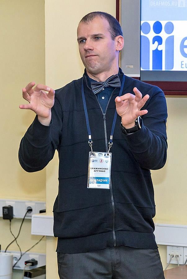 Мастер-класс «Глухой переводчик. Кто он?». Арунас Бражинскас, член Комитета глухих переводчиков Европейского форума переводчиков жестового языка