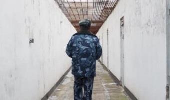 Кто такой надзиратель в тюрьме?