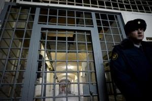 Как называют надзирателей в тюрьме?