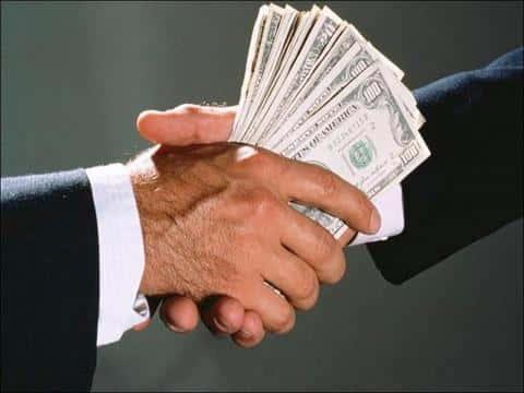 Большое количество факторов зависит от того, сколько денег сможет привлечь андерайтер