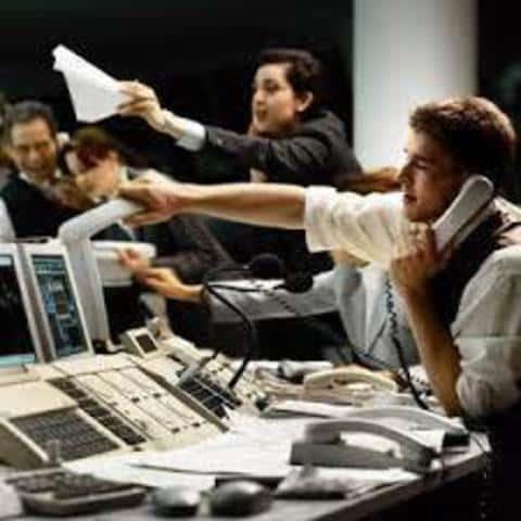 При твердых обязательствах, андеррайтер берет на себя риски продажи или не продажи ценных бумаг