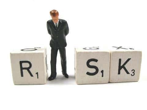 В сфере страхования андеррайтеры занимаются оценкой риска и принятием решения по страховке