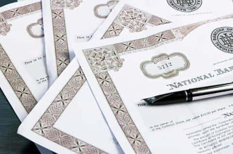 Одним из видов заключения сделки может быть обязательство выкупить весь выпуск ценных бумаг