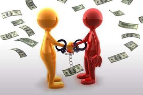 Получить кредит на более выгодных условиях можно при наличии поручителя или залогового имущества