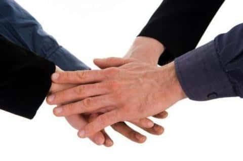 Андеррайтеры объединяются в синдикат для того, чтобы обеспецить максимально выгодную продажу