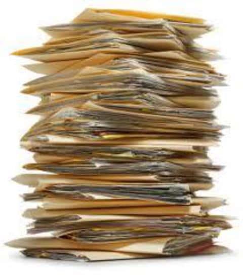 Эмитент должен подать документы по эмиссии в регулирующий орган и заплатить установленый налог
