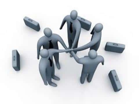 Для работы с крупной компанией, андеррайтеры объединяются в синдикат андеррайтеров