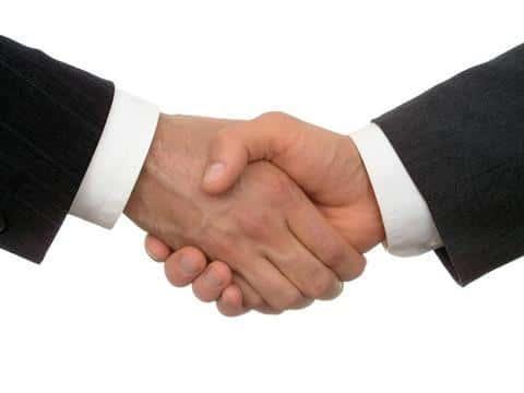 Андеррайтер принимает непосредственное участие в заключении страхового договора с клиентом