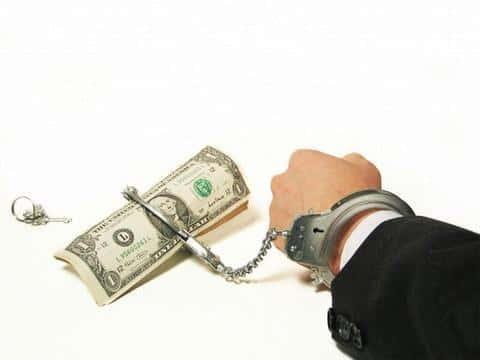 В банковской сфере, андерайтеры занимаются оценкой платежеспособности понециалных клиентов