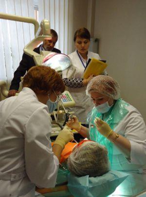 Осмотр у врача стоматолога