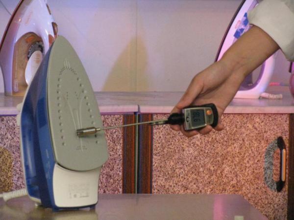 Приборы такого типа установлены и в бытовой технике, например в утюге они контролируют уровень нагрева