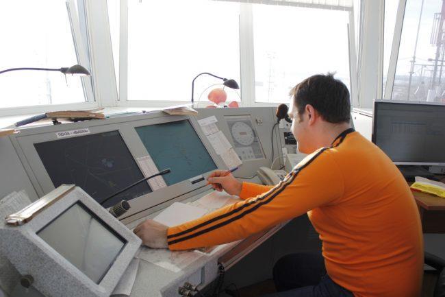 Диспетчер грузоперевозок на рабочем месте