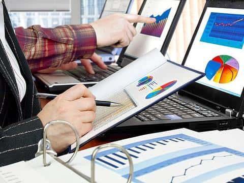 Значительную часть рабочего времени девелопера занимает анализ и работа с объемами данных