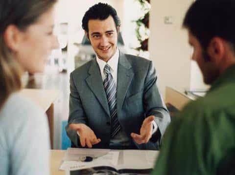 Получается, что посредник может выступать, как лицо представляющее интересы застройщика или инвестора
