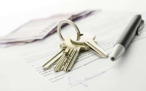 В договоре с застройщиком должны быть прописаны сроки, в которые будет сдан объект