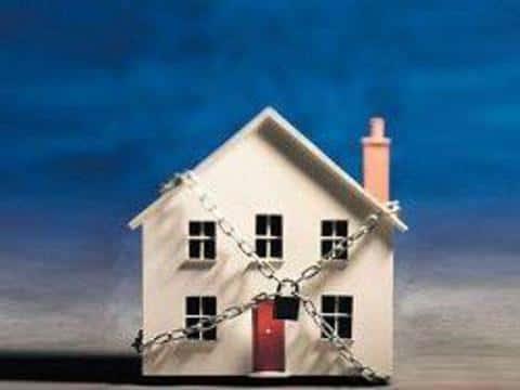 Если застройщик не исполняет своих обяхзательсвт в установленный срок, то можно обращаться за страховкой