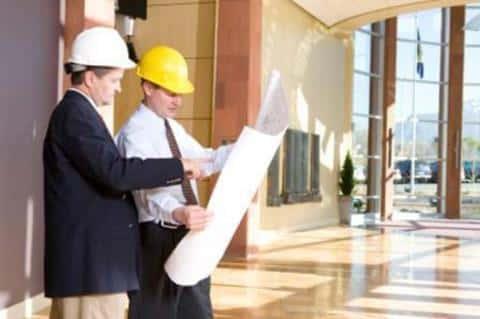 Заказчик от лица застройщика передает проект на исполнение подрядчику, полностью контролируя этот процесс