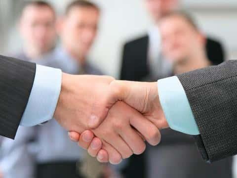 Заключать договор на девелопмент с застройщиком лучше конечно же в присутствии специалистов