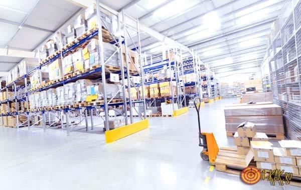 Складирование товаров и продуктов питания на складе