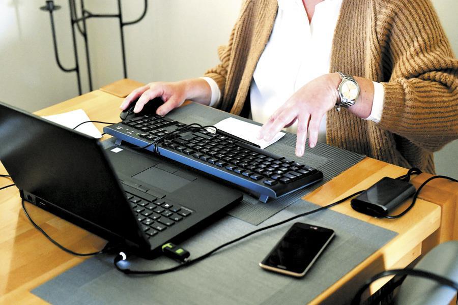 Не пропасть поодиночке. Плюсы и минусы удаленной работы | Перейти на удаленную работу может оказаться проще, чем затем вернуться обратно в офис. ФОТО Frank HOERMANN/Sven SIMON/ picture alliance/ТАСС