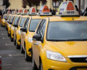 Сколько зарабатывают таксисты в Москве и регионах